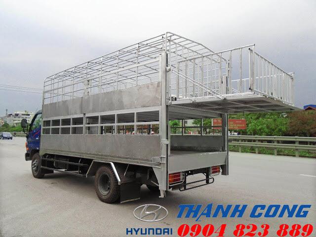 Xe tải 7 tấn Hyundai 110S chở lợn 2 tầng