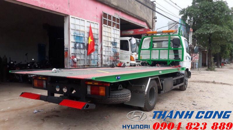 Xe tải Hyundai 110S cứu hộ giao thông sàn trượt càng kéo